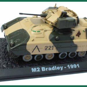 Tank M2 Bradley – 1991. Plastový model 1:72.