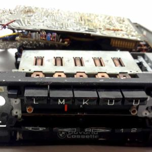 Autoradio s kazet.přehrávačem BMW Bavaria cassette s mechanickými předvolbami – na součástky.